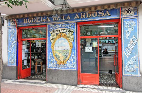 esta mítica bodega está situada en la calle Santa Engracia de Madrid
